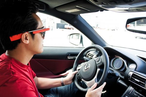 谷歌眼镜能提升驾驶安全性?其实不然