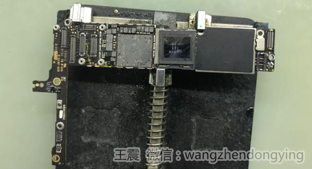 通过显微镜观察发现显示座通cpu复位信号上的电阻被人拆掉,理论上这个