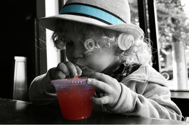 儿童每天喝一杯纯果汁 是无害的!