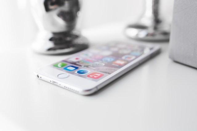 apple-iphone-technology-white (2).jpg