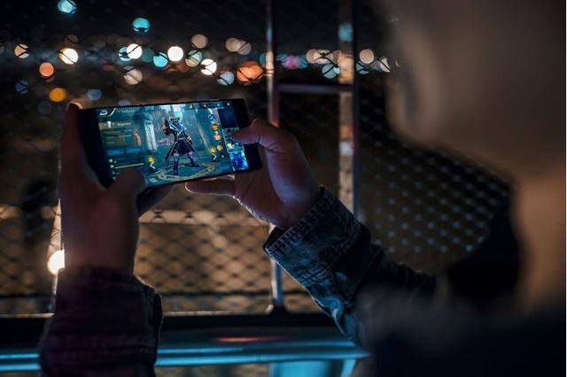 雷蛇Razer Phone手机发布 没有背光灯但为游戏而生-烽巢网