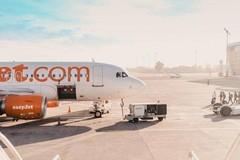 用胶带修理飞机 航空公司回应:放心,很安全