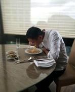 突然发现我早餐和马云吃的一模一样 泡面配咸菜