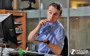 能随时畅饮!领带竟可变身为饮料瓶?