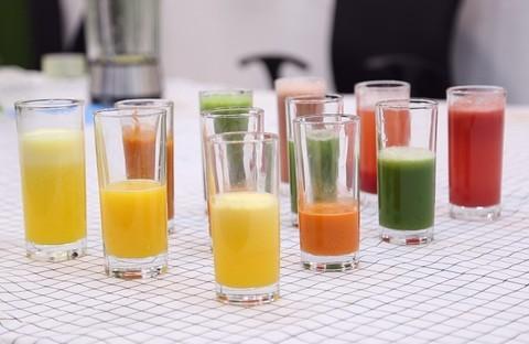 鲜榨果汁该选谁?原汁机榨汁机料理机实测PK