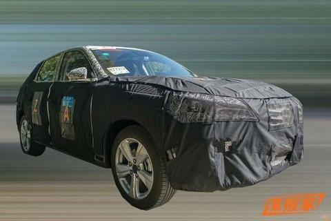 Coupe式设计风格 荣威全新纯电动SUV路试