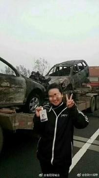 女主播自拍被解雇 高速车祸现场晒自拍举止不当解雇