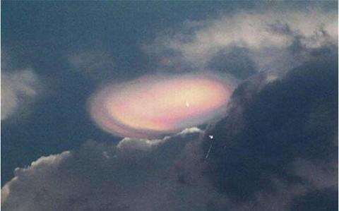 日本多地目击火球 小行星与大气层摩擦闪现3秒火光