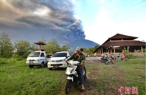 巴厘岛火山喷发 阿贡山现700米浓烟 谨慎前往巴厘岛