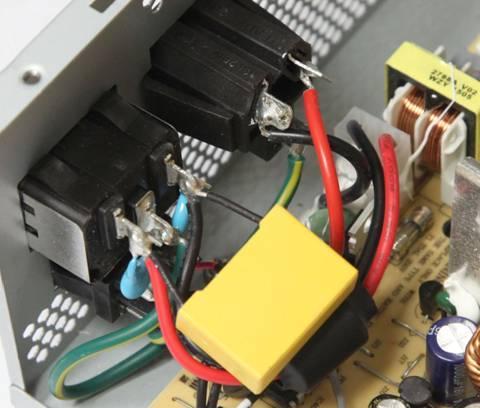 供显示器连接,这样在电源关闭后