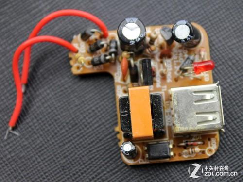 10元一个的无牌山寨充电器内部没有做电路保护设计,元器件功率较小