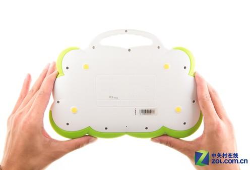 而背面的12可螺丝更是显出儿童平板对坚固性和安全性的注重.