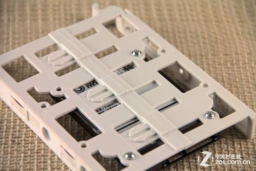 大部分机箱都采用了免工具安装硬盘设计