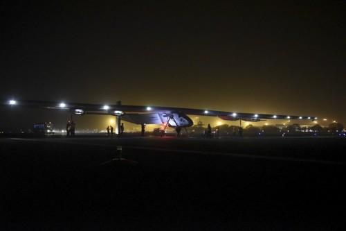 张柏芝/世界最大太阳能飞机降落重庆