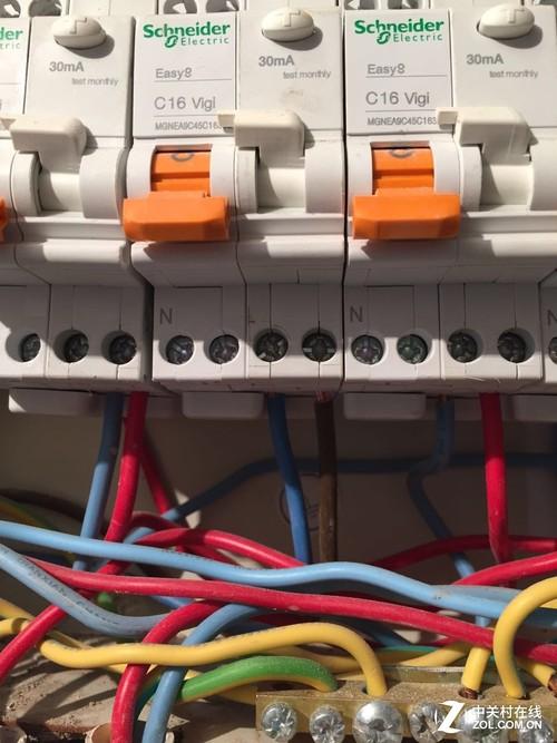 电箱里的电闸开关尽量选大牌子的
