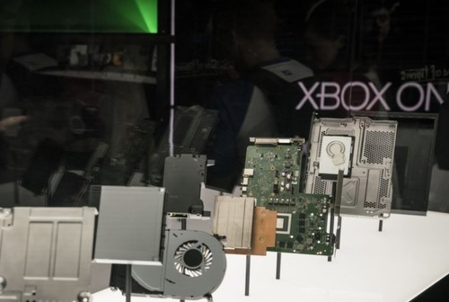 microsoft_xbox_one_x_blowout_parts_e3_2017-100726248-large.jpg