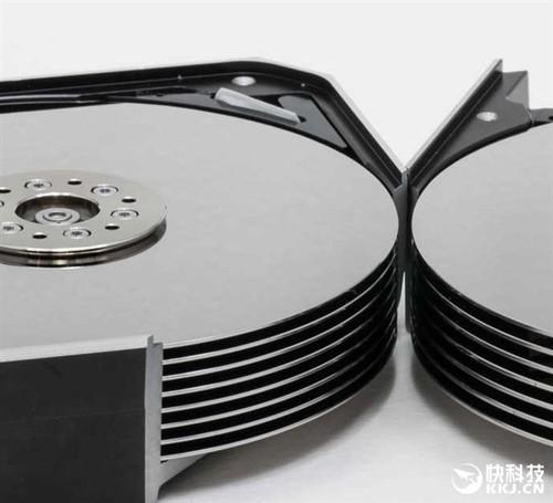 西数展示全球最大机械硬盘内部:8碟12TB、充氦封装