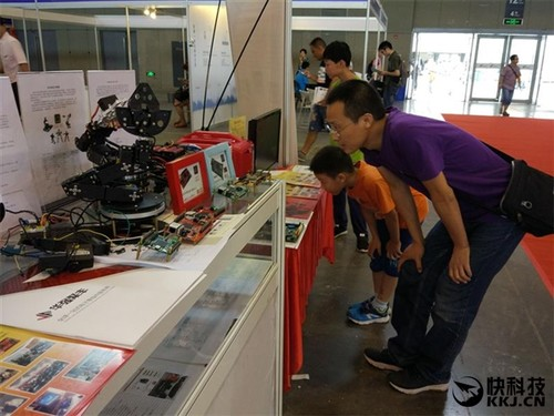 国产核心科技!龙芯机器人控制器首次亮相
