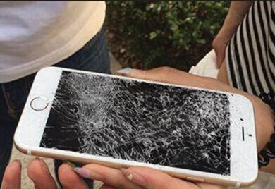 """新华网评""""砸烂iPhone"""":自己折腾自己不是爱国"""