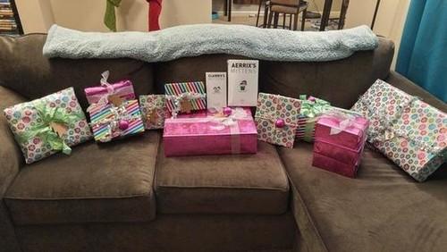 国外网友交换礼物结果碰上比尔盖茨,收到一大堆礼物