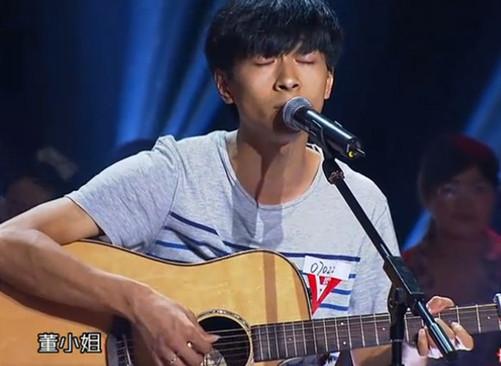 女生的湖南民谣歌手左立,而且他还将宋冬野的《董小姐》这首歌唱火了.
