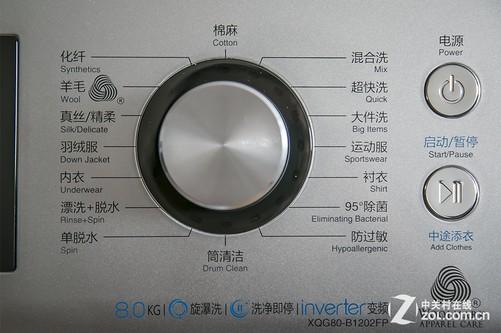 经典的功能选择旋钮设计也在该机上得到应用,铝合金材质的拉丝设计看