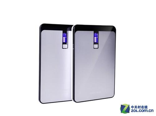 迪比科H32移动电源内部配备多重安全防护设计,有效防止过充、过放、过流、短路等危险的发生,给手机、笔记本电脑等设备充电比较安全稳定。其标称电芯容量高达30000mAh,正面配备了一个LCD显示屏,可以精确显示剩余电量,续航能力比较持久。机身侧面分别配备了标准USB输出接口和DC充/放电接口,配合随机附赠的多款转接头来使用,基本上可以兼容市面上大部分的品牌机型。自配充电适配器,充电速度比较快。