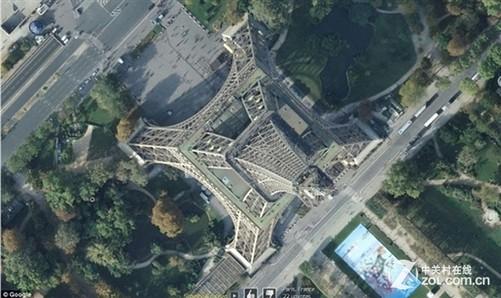 卫星图下的法国埃菲尔铁塔