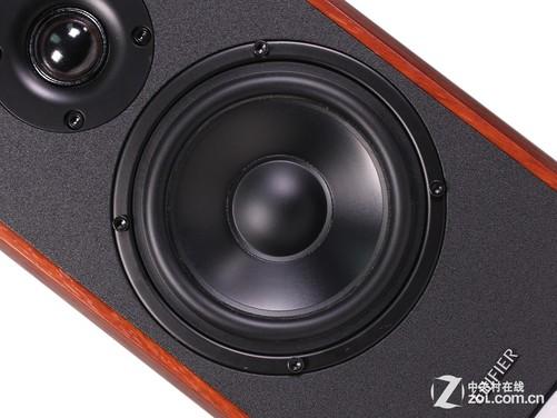这款音箱采用了25mm的特殊涂层丝绢膜球顶高音单元,采用了鹰眼设计,其声音清晰明亮,对于还原度有着很好的保障,搭配上出色的低频,给人一种身临其境的感觉,整体的声音圆润,入耳感觉透亮,从声音上来说已经远超于同等价位的2.0音箱产品,能够很好的满足用户在家居生活当中聆听高品质音乐的需求。 写在最后: 漫步者R1900TV音箱作为一款经典升级的2.