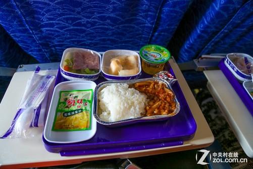 确实比飞机上选择的肉类飞机餐在味道上会更好
