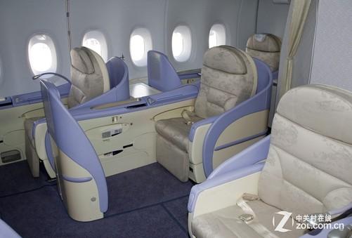 飞机上哪个座位是最安全的?