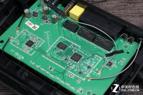 4ghz) mt7612en(5ghz)的 cpu方案,并搭载64mb ddr2内存和16mb 闪存