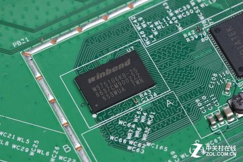 4ghz) mt7612en(5ghz)的 cpu方案,并搭载64mb ddr2内存和16mb 闪存,能