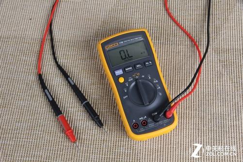 使用台钳对电路板进行固定,则可以很好的解决这一问题,不过需要注意的
