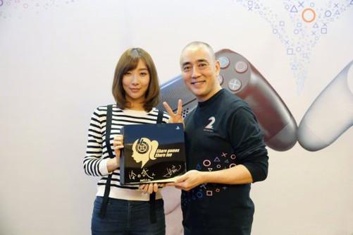 女主播温泉xfplay_清华美女主播成首位印在ps4上的中国人
