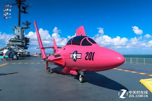 彩色涂装的飞机非常有趣