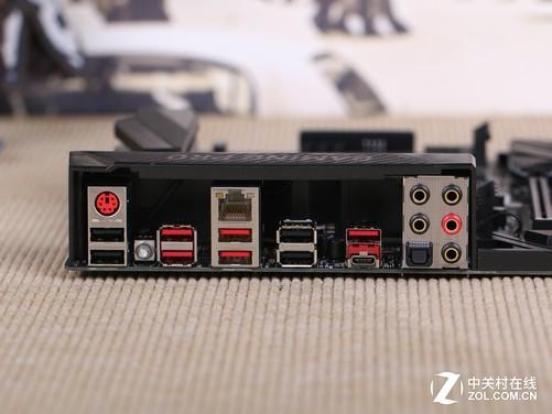微星X99A GAMING PRO CARBON凭借靓丽的外观、强大的规格及良好的稳定性,为用户提供了一套性能强大、极具潜力的X99平台。同时主板融合了高速扩展接口以及极具个性的LED灯光系统,有效地满足了不同用户对于平台外观的定制化需求。对于喜爱超频的玩家,还可以通过一键超频旋钮或主板自带的超频程序进一步提升平台性能。