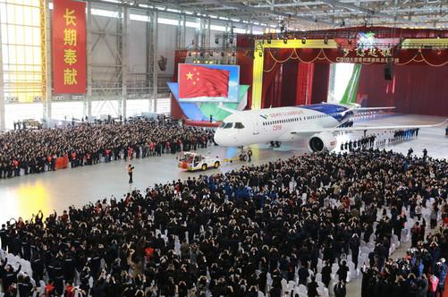 11月2日,上海国产大飞机c919总装下线仪式现场