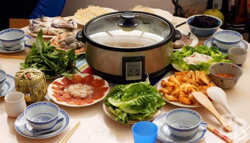 家电 正文  与北方不同,南方的年夜饭通常有火锅和鱼.