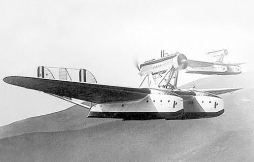水上飞机的缺点是:不能适应高速和超音速飞行