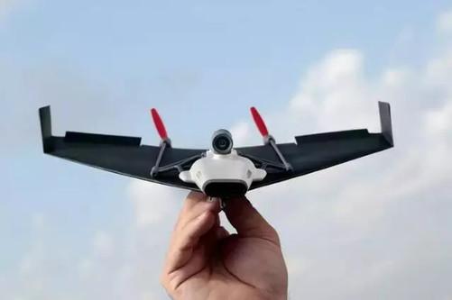 它能连续飞行10分钟,飞行高度为350英尺