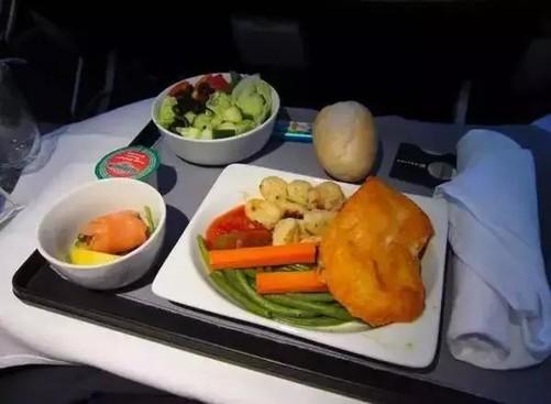 美味指数:★★★ 达美航空 经济舱:飞机餐的米饭就已经够要命的了
