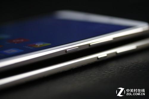 两块屏幕不仅尺寸不同分辨率也不同。荣耀NOTE8拥有2K分辨率的屏幕,这使得它的显示效果要比小米Max的1080p强不少,从上面的一组屏幕实拍大家也能看出来。此外荣耀NOTE8加入了Super AMOLED显示技术,对色阶卡的拍摄能够看出它对色彩饱和度的反映要显著好于小米Max。至于黑边,两款产品相比较小米Max更窄一点儿,话说荣耀NOTE8可以回想一下荣耀8那令人惊叹的窄边框。
