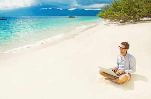 纽埃整个岛都被WIFI覆盖 纽埃是南太平洋众多如翡翠般的小岛中很不起眼的一个。纽埃只有一个岛,面积260平方公里,是上海崇明岛的1/4,沿海环岛一圈大约一小时,纽埃岛是世界第二大正在上升的环形珊瑚礁,被称为波利尼西亚之礁。位于新西兰东北方向2400公里处。北距萨摩亚约550公里,西距汤加约480公里,东距库克群岛的拉罗汤加岛900公里。位于南太平洋,西经170度,南纬19度。陆地面积260平方公里;专属经济区390平方公里,整个纽埃岛都覆盖有无线网络,对每个人开放,而且都是免费的。它是世界上第一个也是唯一