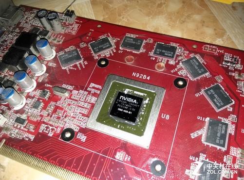 在显卡上有一个6pin的辅助供电接口,tdp也是有150w,因此七彩虹采用了