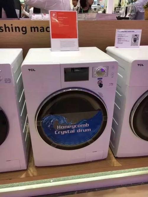 作为历届广交会重要的参展商之一的TCL,携最新发布的TCL免污式桶中桶洗衣机和TCL一体变频风冷冰箱等新品产品重磅加入到了本次会中,全新产品技术吸引了众多海内外来宾前往参观。借助广交会这一国际贸易交易平台,TCL冰箱洗衣机向大众展示了务实创新的产品品牌理念和独有的精工细造的工匠精神,向世界传递真好的冰洗产品和创新实用的生活理念,也再次证明了TCL冰箱洗衣机不断深化高端市场布局,区隔同质化市场竞争,引导家电产业健康化转型升级,加速拓展国际市场的信心和决心。 近年来,面对全球经济增速放缓的挑战,以国家