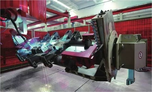 转向架的结构生产完了,转向架上面的车辆能够承受这个高速的旋转,其