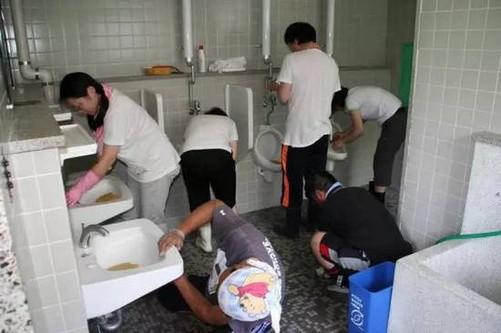 """日本智能马桶盖在中国游客心目中成了""""香饽饽"""""""