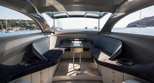 奔驰设计的游艇内部图(图片来源:bing)