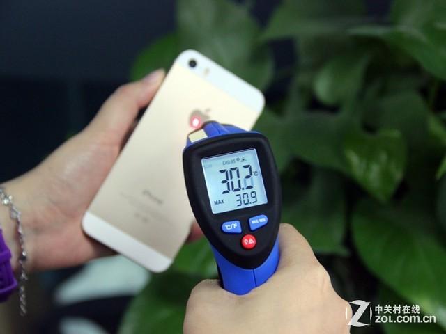 ...手机的温度以确保在佩戴不同材质手机壳测试前手机本身的温...